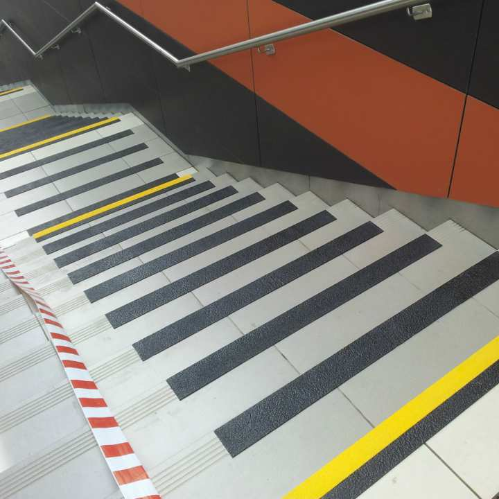 Protiv klizna zaštita-Grp za stepenice- Anti klizna zastita-Safety-EU-Anti slip