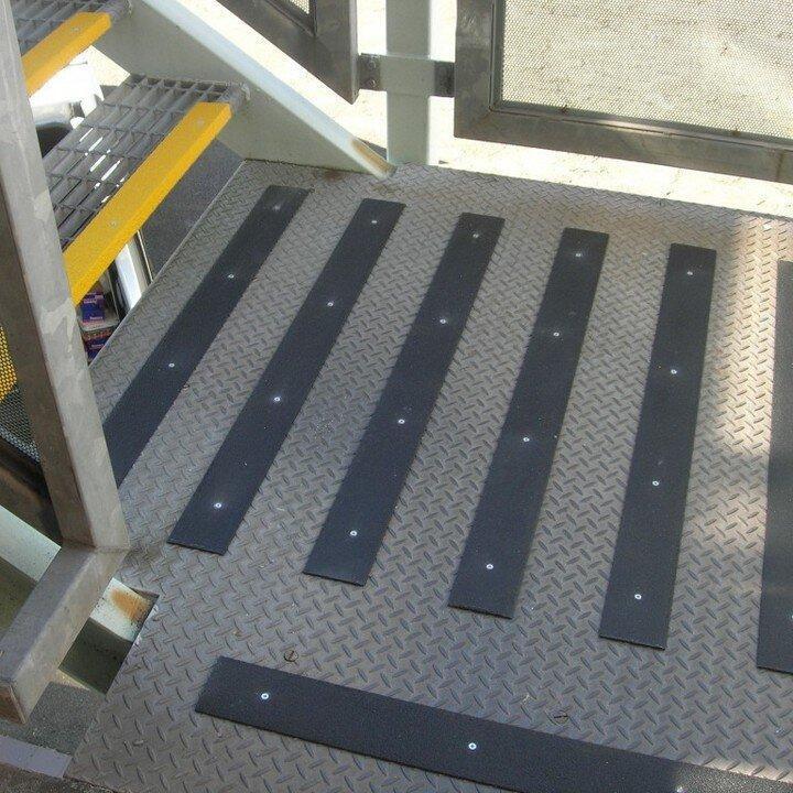 Anti slip Trake L-085 za stepenice>ulaze   protivklizna zastita   antiklizna  